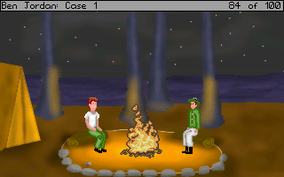 Poklidná noční idylka u táborového ohně nedaleko jeskynního úkrytu smradlavé opice.